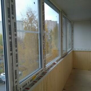 Балкон с обивкой